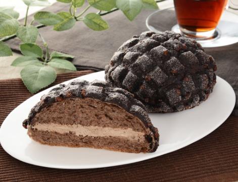 黒いメロンパン ベルギーチョコホイップ
